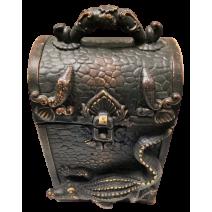 Poliresin box with salamander